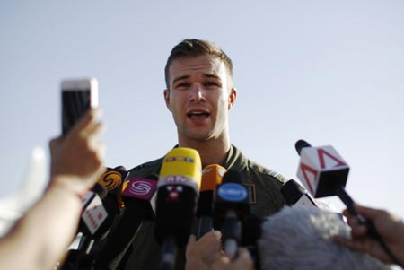 Flight lieutenant Russell Adams speaks to reporters regarding search operations for flight MH370. (Internet photo)