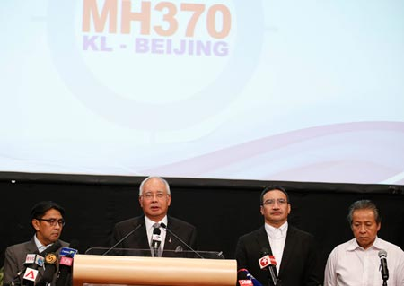 Malaysian prime minister Najib Razak, at the podium, speaks during a press event on missing flight MH370, March 24. (Photo/CNS)