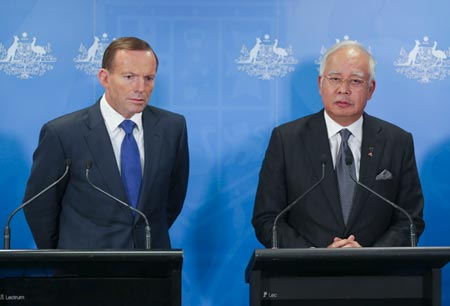 Tony Abbott, left, and Najib Razak speaks at the joint press conference in Perth, April 3. (Photo/CNS)
