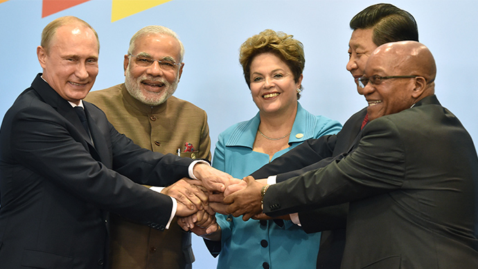 (L to R) Russia's President Vladimir Putin, India's Prime Minister Narendra Modi, Brazilian President Dilma Rousseff, China's President Xi Jinping and South Africa's President Jacob Zuma join their hands during the official photograph of the 6th BRICS summit in Fortaleza, Brazil, on July 15, 2014 (AFP Photo)