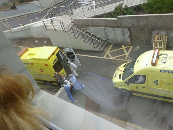 Ebola tenerife the suspected ebola patient is a red cross - Hospital nuestra senora de la candelaria tenerife ...